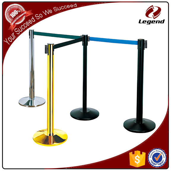 Security barrier retractable queue belt post